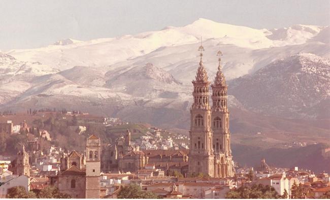 Este sería el aspecto que tendría la Catedral de Granada, de haber sido acabada según el proyecto ideado por Diego de Siloe en 1528. Dibujo y fotomontaje de Juan López Fernández/ Gabilondis.