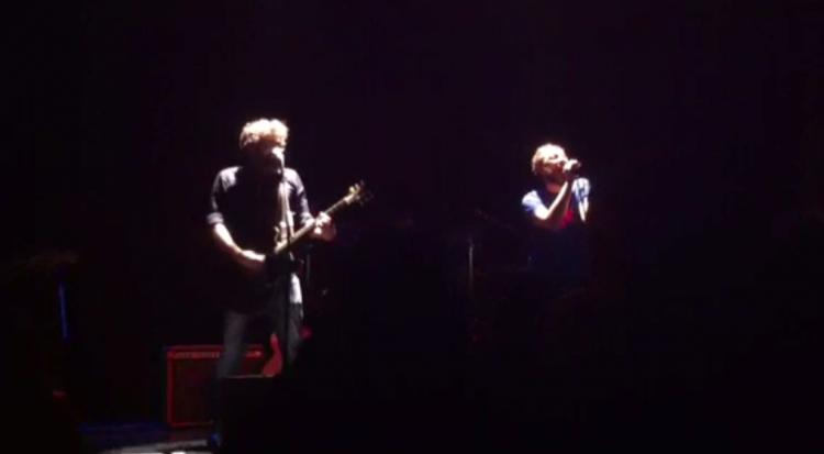 Jota y Manu Ferrón, a oscuras, en el concierto de Málaga.