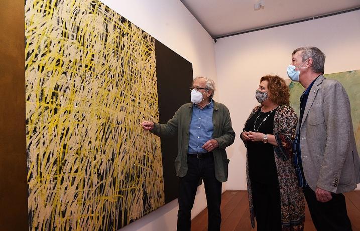 Jordi Teixidor explica una de sus obras.
