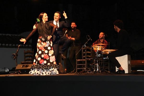 Juan Pinilla en el tramo final de su recital, con la bailaora Silvia Lozano.