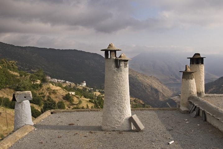Chimeneas típicas en Capileira.