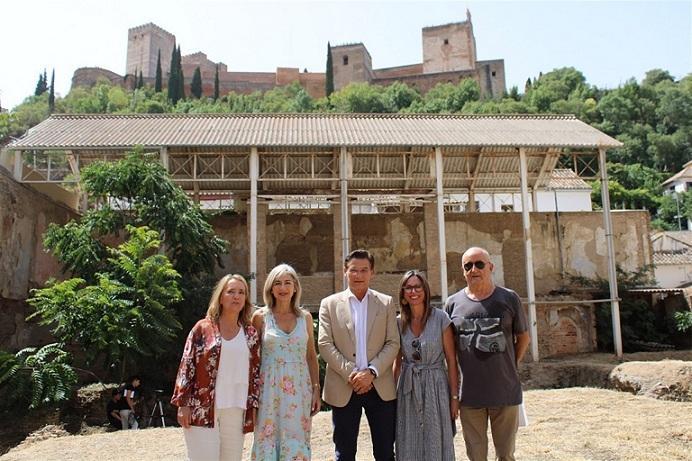 Autoridades en el Maristán, con la Alhambra de fondo.