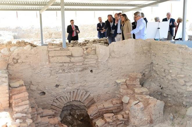 Visita de la consejera de Fomento a las excavaciones.