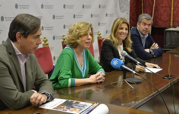 Sole Giménez, en rueda de prensa con representantes municipales.