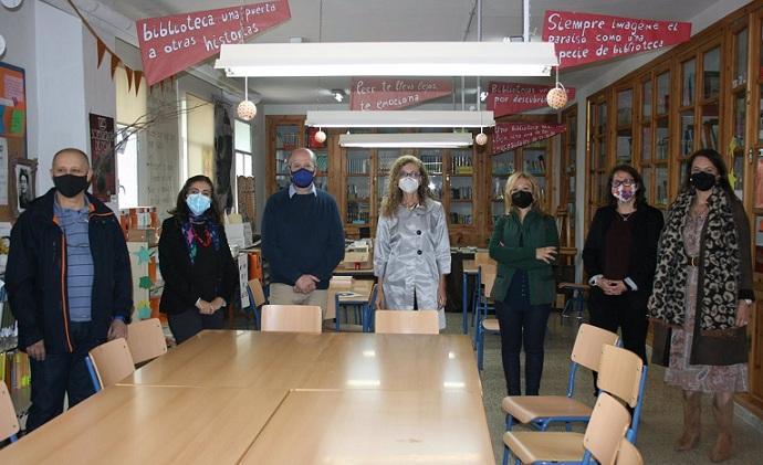 Visita a la biblioteca del IES Emilio Muñoz.