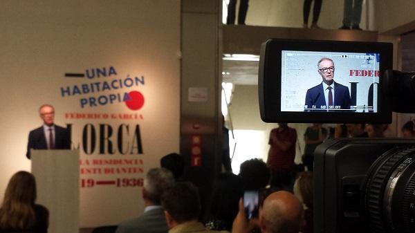 José Guirao, durante su intervención en la inauguración de la exposición Una habitación propia.