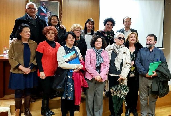 La rectora, Pilar Aranda, ha presidido el homenaje en el que el periodista Gabriel Pozo ha impartido una conferencia.