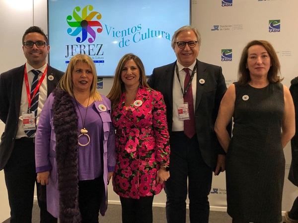 La alcaldesa de Jerez y la presidenta de la Diputación de Cádiz, con otras autoridades, en Fitur.