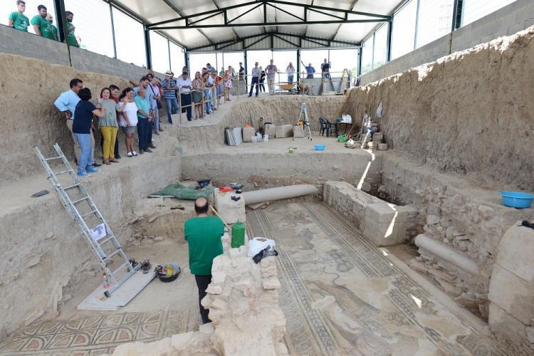 Una de las visitas a las excavaciones.