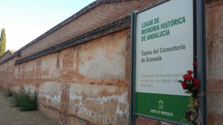 Tapia del cementerio de Granada, declarada Lugar de la Memoria.