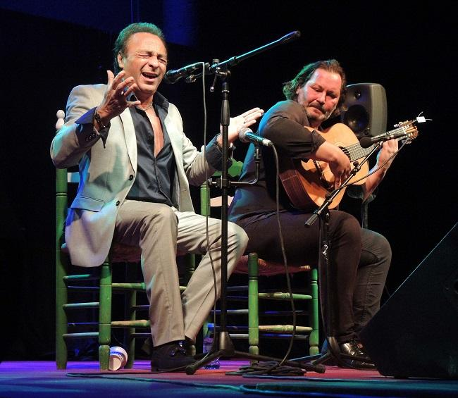 Morenito de Íllora, el homenajeado, en el escenario del Parapanda.