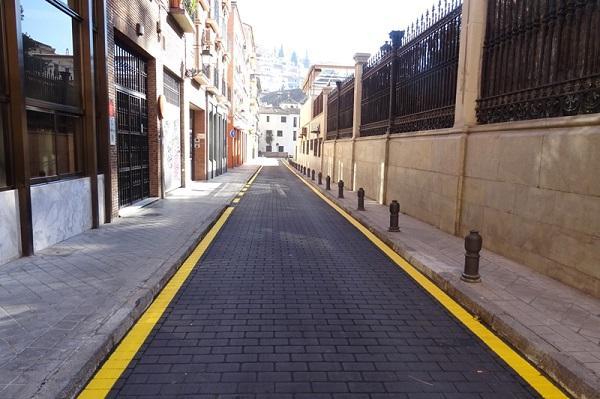 Pavimento cambiado en una vía del centro histórico.