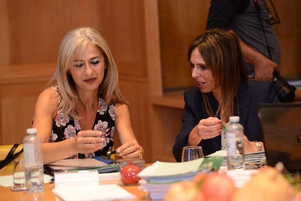 La consejera de Cultura con la directora de la Alhambra.