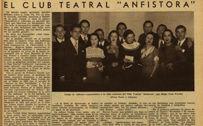 Parte de la plantilla del Club Teatro Anfistora poco antes del estreno en que debutó el Rubio de Albacete, con 17 años. ¿Sería el joven que aparece tercero por la izquierda?
