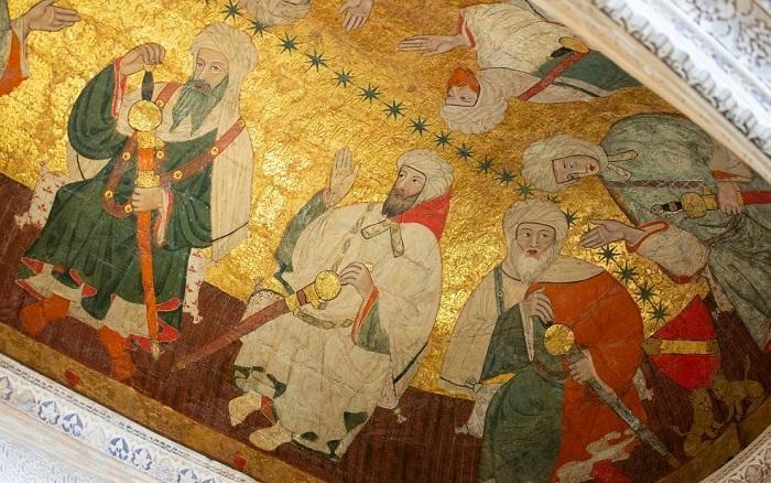 Pintura en la Sala de los Reyes donde están representados varios monarcas. Se supone que el rey Bermejo (Mohamed VI) es el de barba roja. Él se habría utilizado el tesoro real nazarita para ganar el apoyo de Pedro I el Cruel.