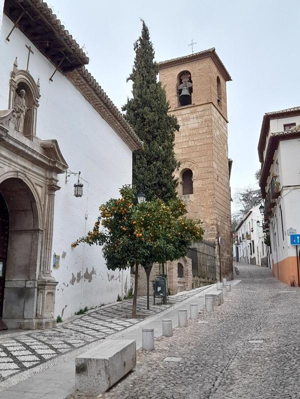 Alminar de San José, ayer por la tarde, tras el terremoto.
