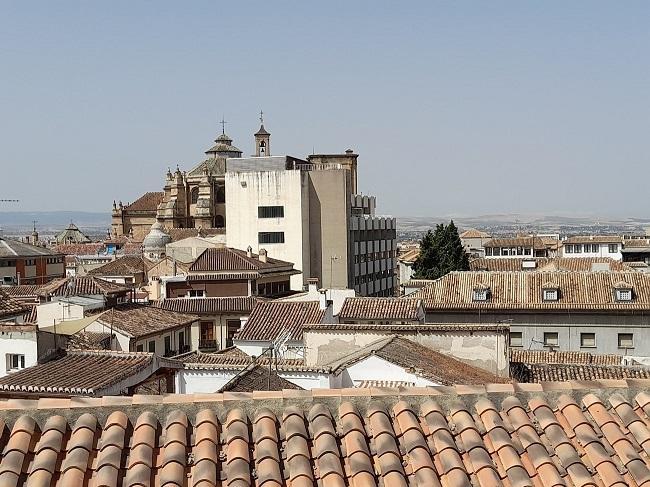 Vista de cómo el edificio tapa la Catedral, desde prácticamente el mismo punto donde fue dibujado el paisaje en el siglo XVII.