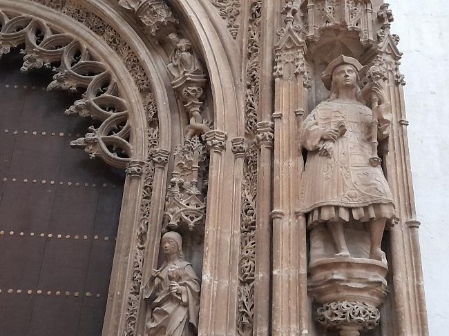 Fragmento de la portada de la Capilla Real que da a la Catedral. Es la obra cumbre de Egas y Marquina, acabada en 1517.