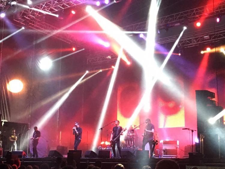Los Cero, en plena actuación en el Weekend Beach.