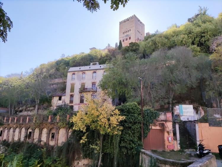 Vista de la zona, incluido el Hotel Reúma.