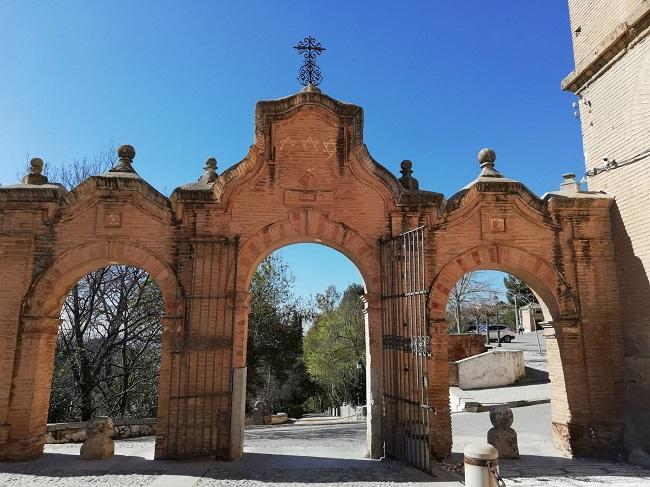 Portada de acceso a la Abadía del Sacromonte.