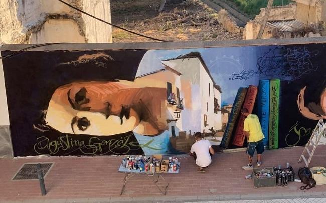 El Niño de las Pinturas trabajando en una de sus obras en Vegas del Genil.