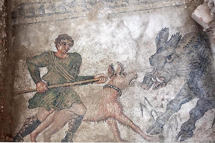Mosaico recuperado con el 'dominus' o dueño de la villa en una escena de cacería.