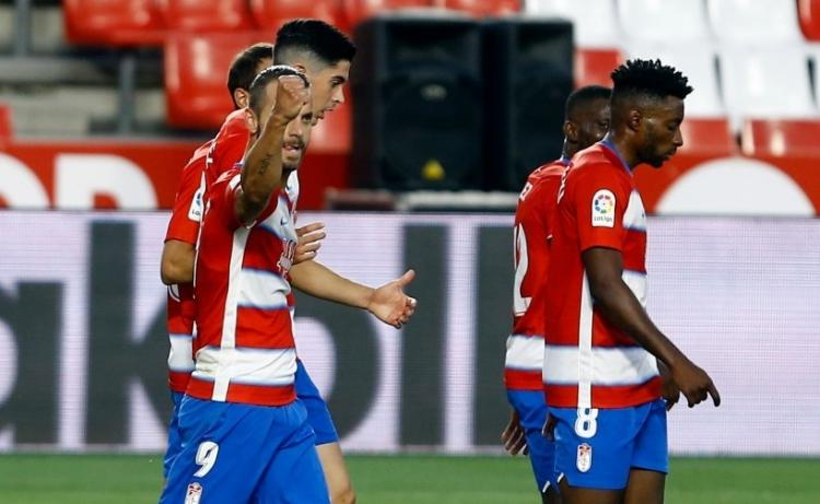 Soldado celebra el primer gol del Granada al Athletic de Bilbao.