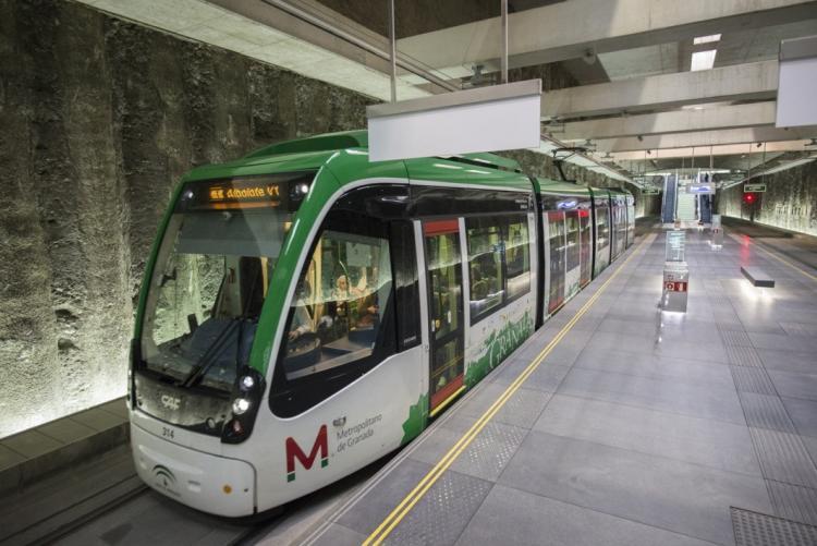 El Metro en la estación de Alcázar del Genil.