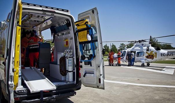 Ambulancia y helicóptero de emergencias.