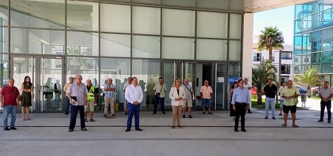 Miembros de la plataforma, tras la reunión.