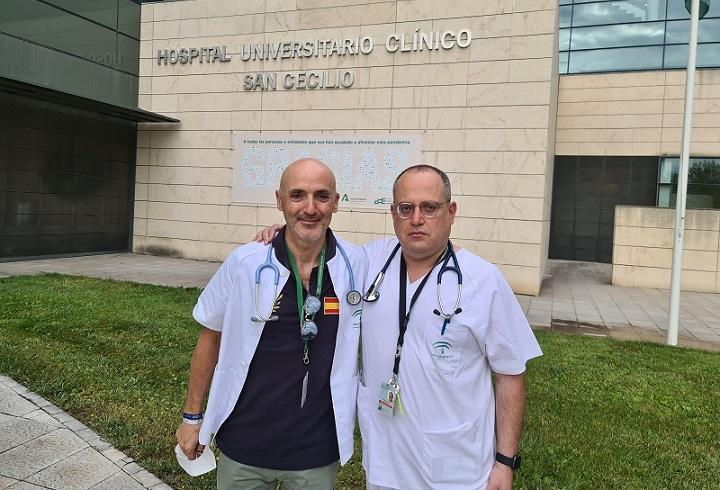 Ismael Aomar (dcha.), junto a uno de los directores de su tesis, el doctor José Luis Callejas.