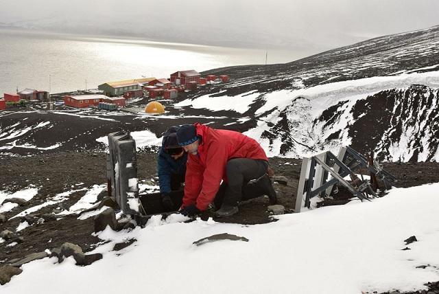 Científicos del proyecto en la Isla Decepción.
