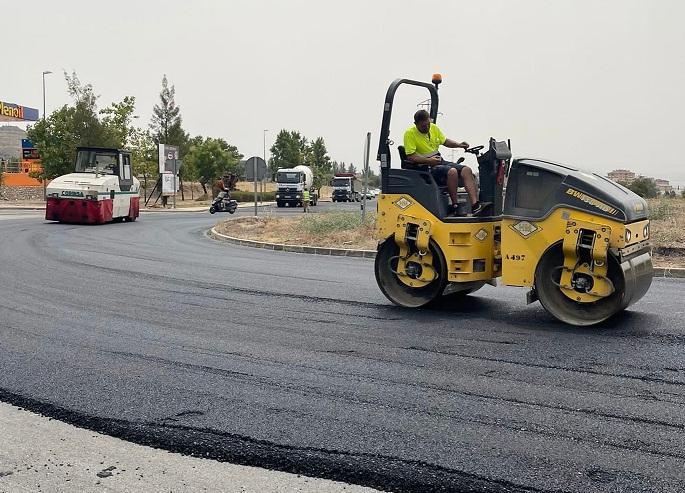 Trabajos de refuerzo del firme en la carretera GR-3103.