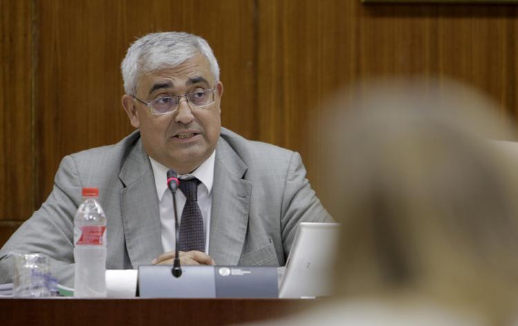 El consejero de Economía y Conocimiento este miércoles en el Parlamento.