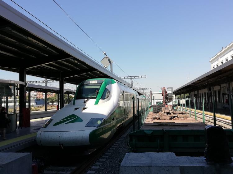 El tren para las pruebas del AVE, en la estación de Granada el pasado septiembre.