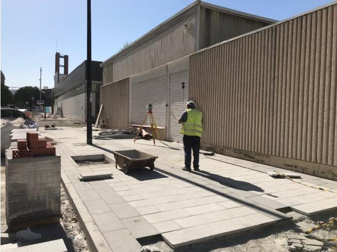 Reconstrucción de aceras en la calle Palencia.