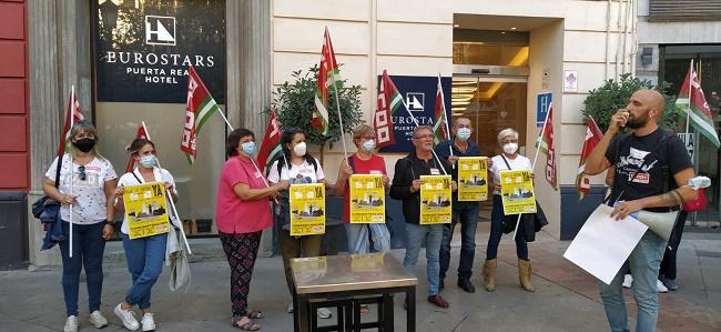 Protesta a las puertas de un establecimiento Eurostars en Granada.