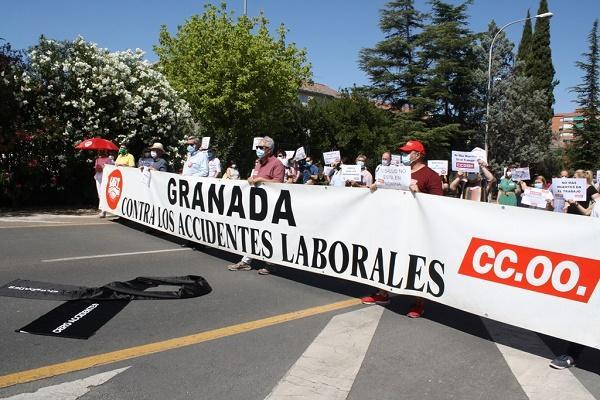 Concentración este lunes a las puertas del edificio de los sindicatos.