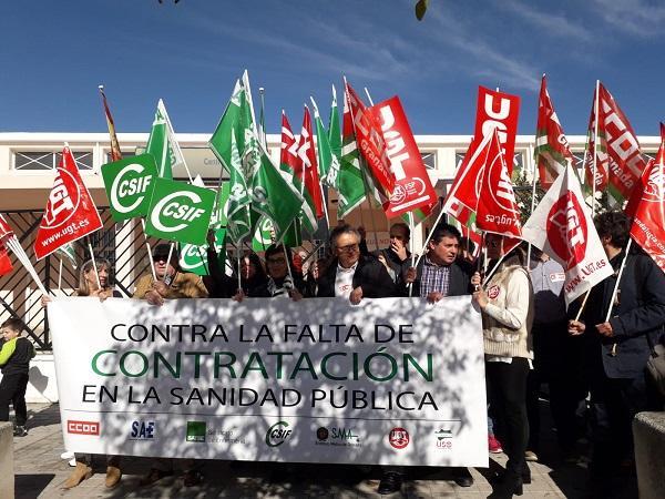 Concentración celebrada este viernes a las puertas del centro de salud de Cartuja.