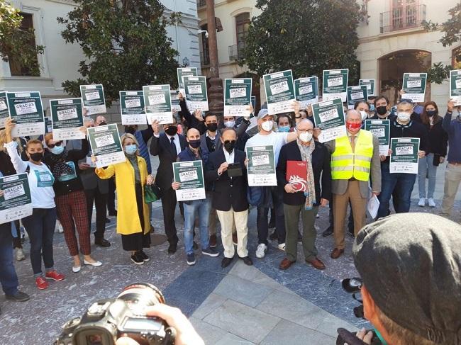 Concentración este martes, a las puertas del Ayuntamiento de Granada.