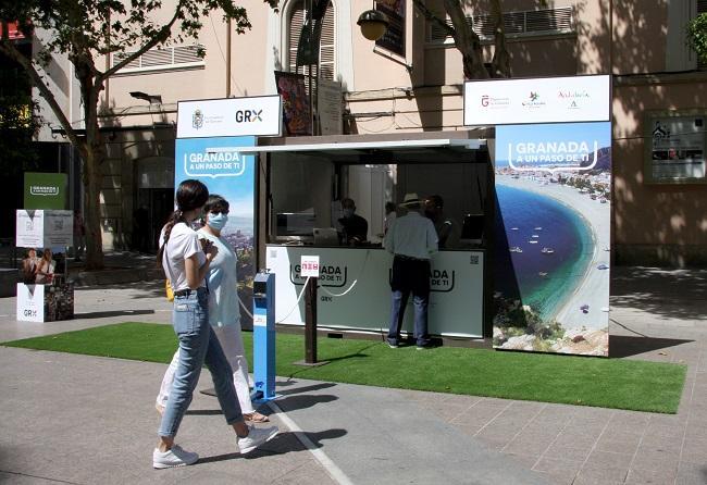 Expositor de la promoción de Granada en Córdoba.
