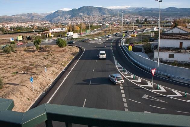 Salida de la Ronda Sur hacia La Zubia, Huétor, Cájar y Monachil.