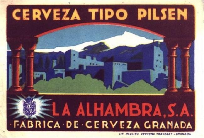 Primera etiqueta de Cervezas Alhambra, con Sierra Nevada al fondo y en primer plano el recinto monumental, tan característico de las primeras épocas.