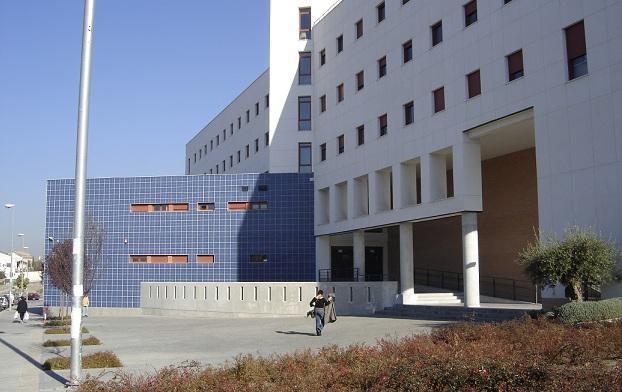 Entrada a la Escuela de Ingeniería Informática y Telecomunicación.