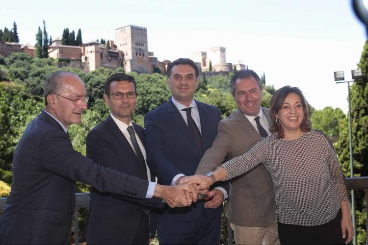 Los alcaldes de Granada, Málaga, Córdoba y Sevilla con el consejero de Turismo.