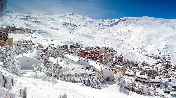 Espectacular vista de la estación tras una nevada, la imagen más votada en el apartado de paisaje.