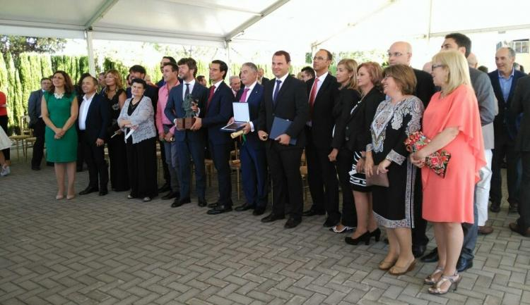Foto de familia tras la entrega de los Premios Prestigio Turístico 2016.