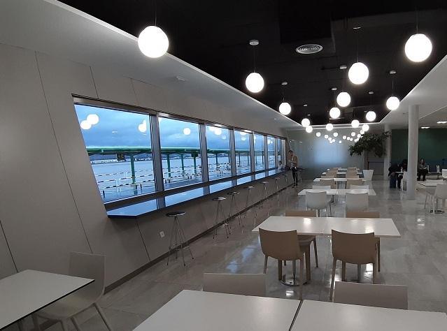Nueva zona de cafetería en la terminal.