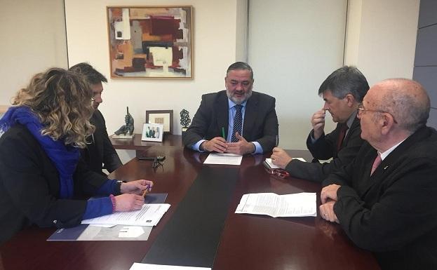 Reunión con el delegado de la Junta en Granada.